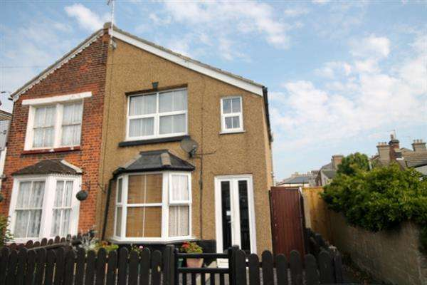 2 Bedrooms House for sale in Anchor Road, Clacton on Sea