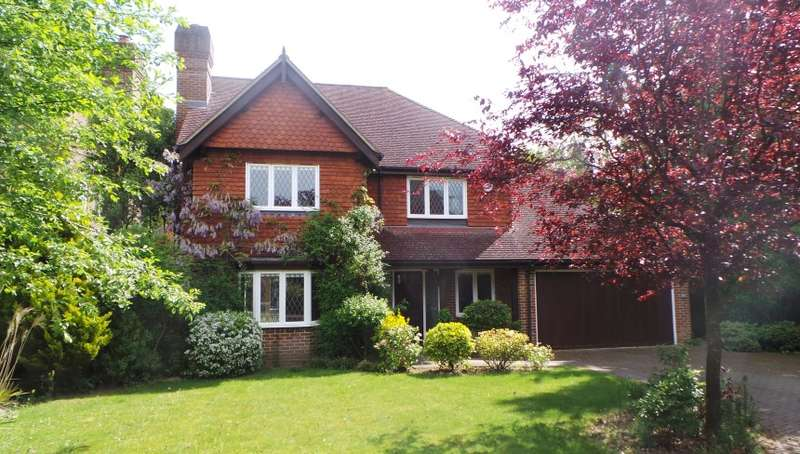 4 Bedrooms Detached House for sale in Greshams Way, Edenbridge, Kent, TN8 5NY