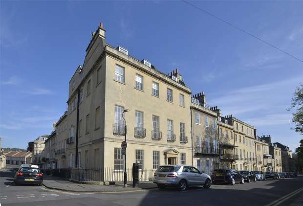 2 Bedrooms Flat for sale in Ground Floor Maisonette, 8 Upper Church Street, Bath
