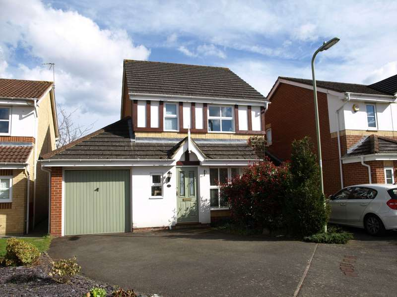 3 Bedrooms Detached House for sale in Richmond Close, Farnborough, GU14