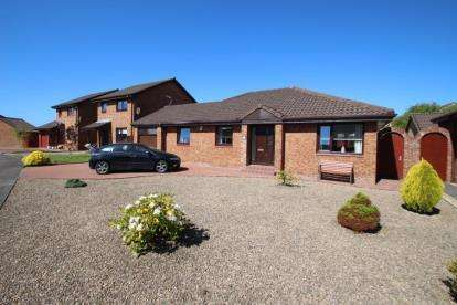 3 Bedrooms Bungalow for sale in Hawkhill Drive, Stevenston, North Ayrshire