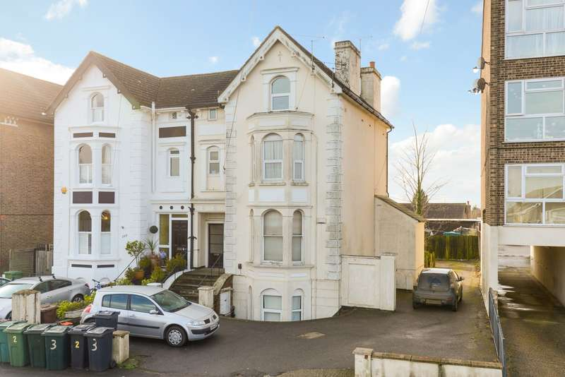 1 Bedroom Flat for sale in Hythe Road, Willesborough, Ashford TN24