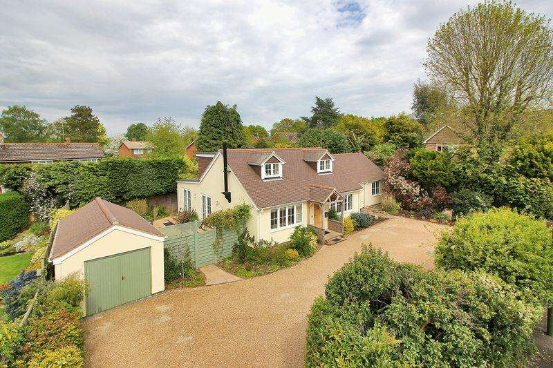4 Bedrooms Detached House for sale in Swallowfield Close, Mannings Heath