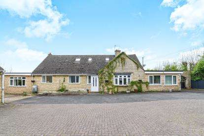 5 Bedrooms Detached House for sale in Evesham Road, Broadway, Worcestershire, .