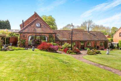 3 Bedrooms Barn Conversion Character Property for sale in Shenstone, Kidderminster, Worcestershire, England