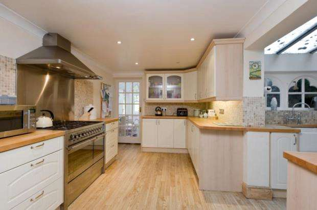 3 Bedrooms Semi Detached House for sale in Denby Cottage, Surrey