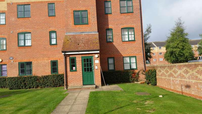 1 Bedroom Ground Flat for sale in Manton Road, Enfield En3