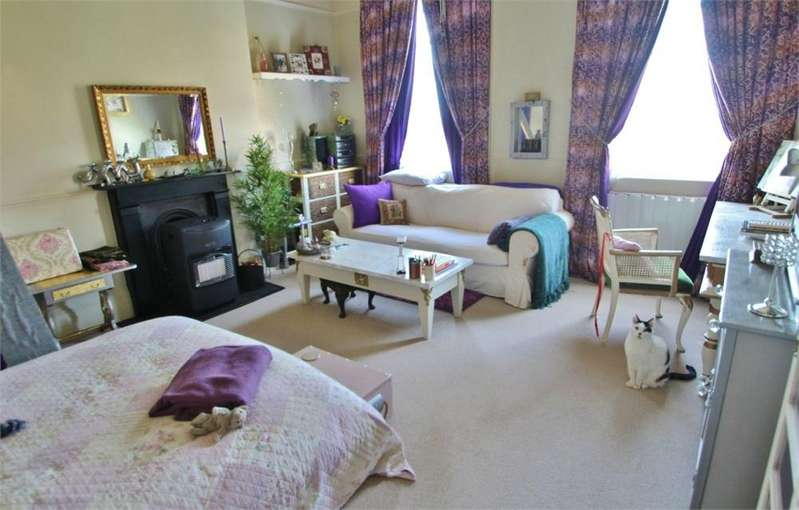 Studio Flat for sale in Norfolk Terrace, Brighton, East Sussex
