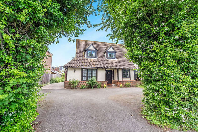 4 Bedrooms Detached House for sale in Kingshill Drive, Hoo, Rochester, ME3