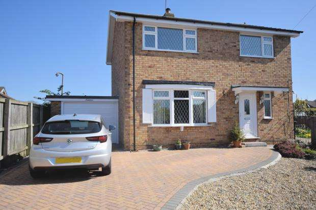 4 Bedrooms Detached House for sale in Spring Gardens, Cayton, Scarborough, North Yorkshire YO11 3SH