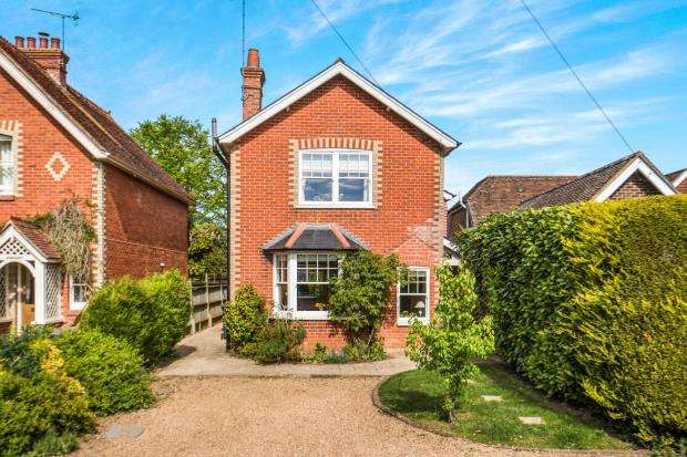 4 Bedrooms Detached House for sale in Shamley Green, Guildford, Surrey