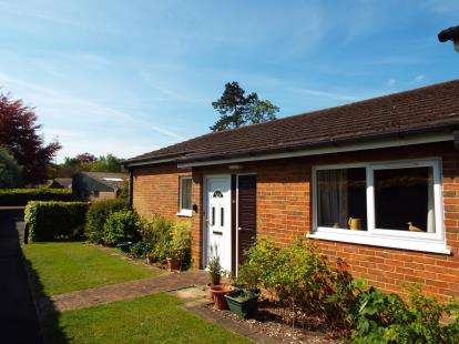 2 Bedrooms Bungalow for sale in Bedfield Lane, Headbourne Worthy, Winchester