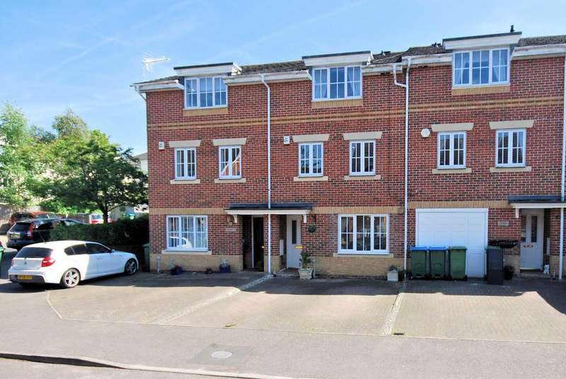 3 Bedrooms Town House for sale in Trenchard Avenue, Wendover