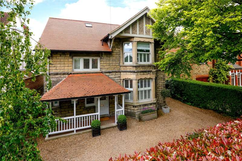 5 Bedrooms Detached House for sale in Hanworth Road, Hampton, TW12