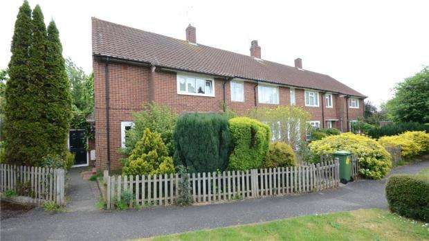 3 Bedrooms End Of Terrace House for sale in Hawthorn Close, Bracknell, Berkshire