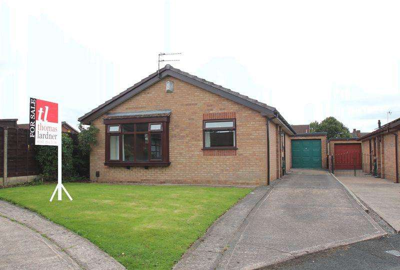 3 Bedrooms Detached Bungalow for sale in Redbarn Close, Bredbury