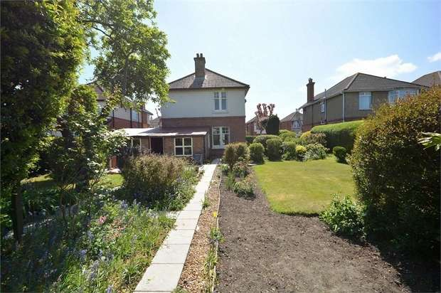 4 Bedrooms Detached House for sale in Tennyson Road, Moordown, Bournemouth
