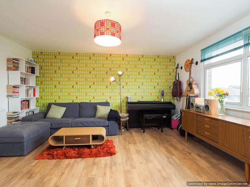 2 Bedrooms Flat for sale in Grand Drive, London SW20