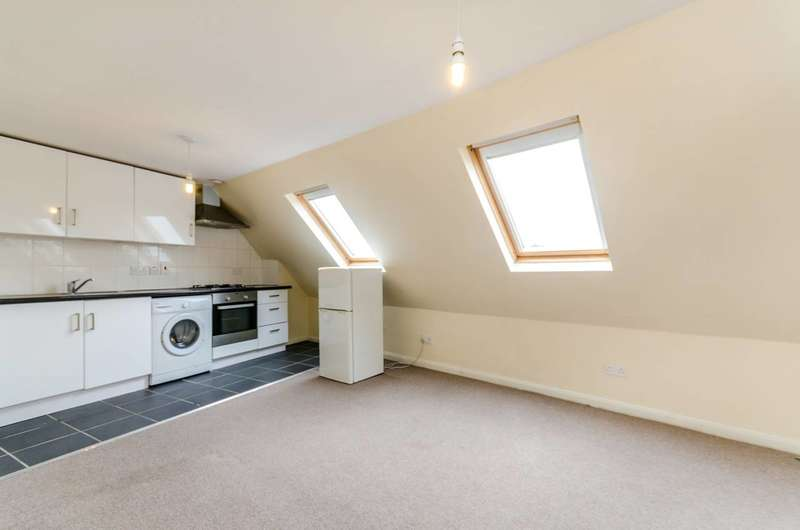 1 Bedroom Flat for sale in Kingston Road, Stoneleigh, KT19