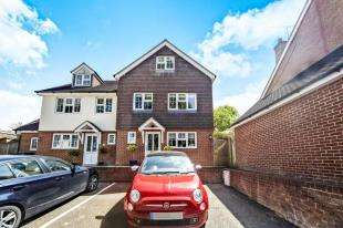 3 Bedrooms Semi Detached House for sale in Windrushes, Caterham, Surrey, .