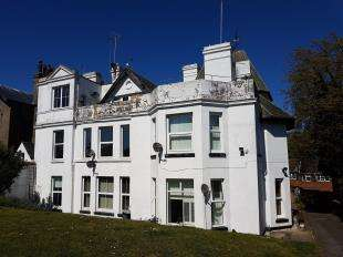 2 Bedrooms Flat for sale in Walmer Castle Road, Deal, Kent