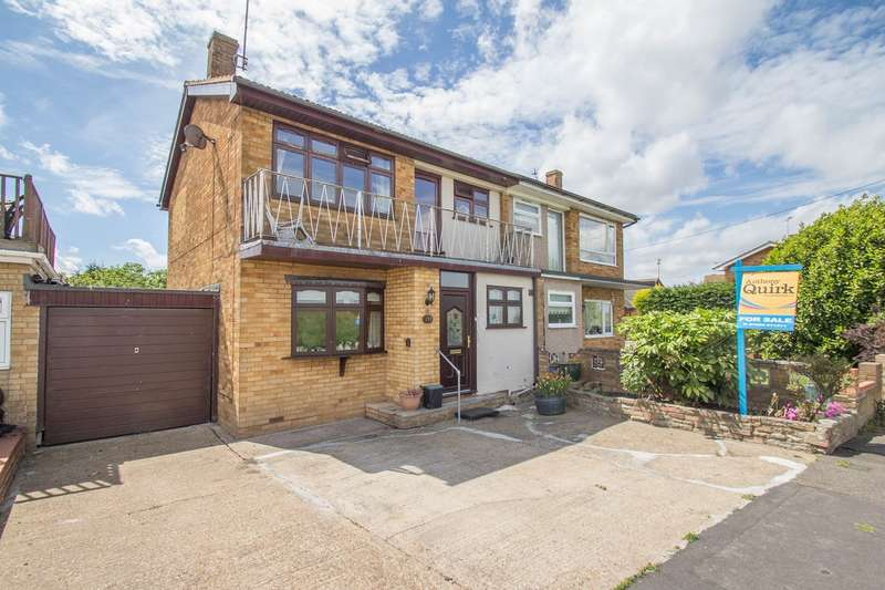 3 Bedrooms Semi Detached House for sale in Small Gains Avenue, Canvey Island, SS8