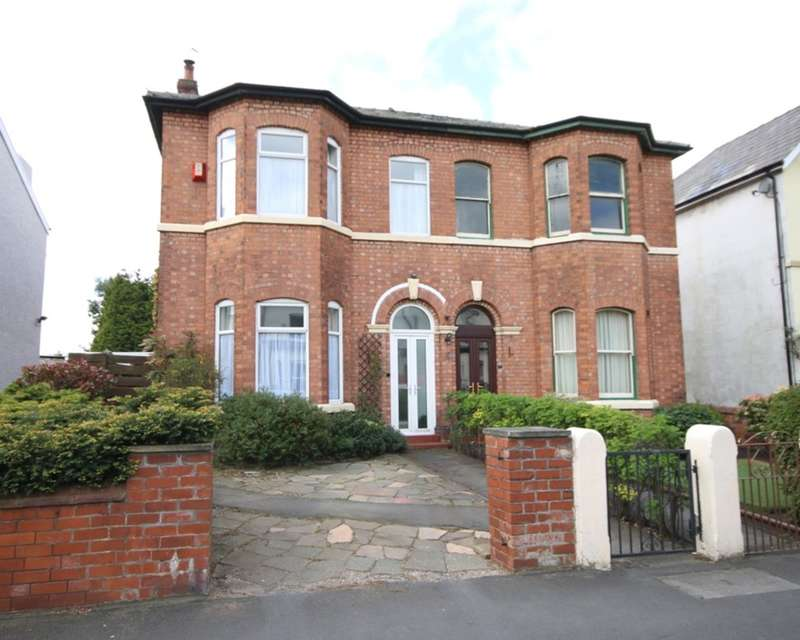 4 Bedrooms Semi Detached House for sale in Southbank Road, Southport