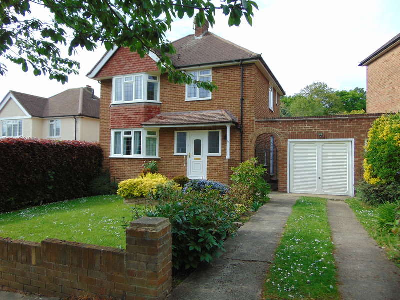 3 Bedrooms Detached House for sale in The Ruffetts, South Croydon, CR2 7LT