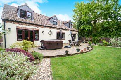 4 Bedrooms Detached House for sale in Silver Street, Bardney, Lincoln