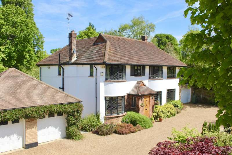 5 Bedrooms Detached House for sale in East Horsley