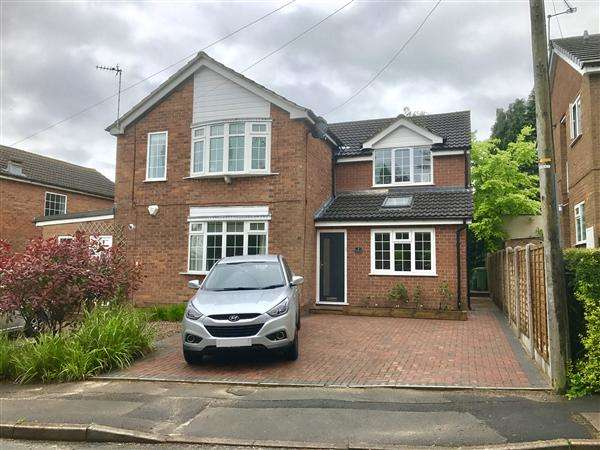 3 Bedrooms Semi Detached House for sale in Hazlemere Avenue, Macclesfield