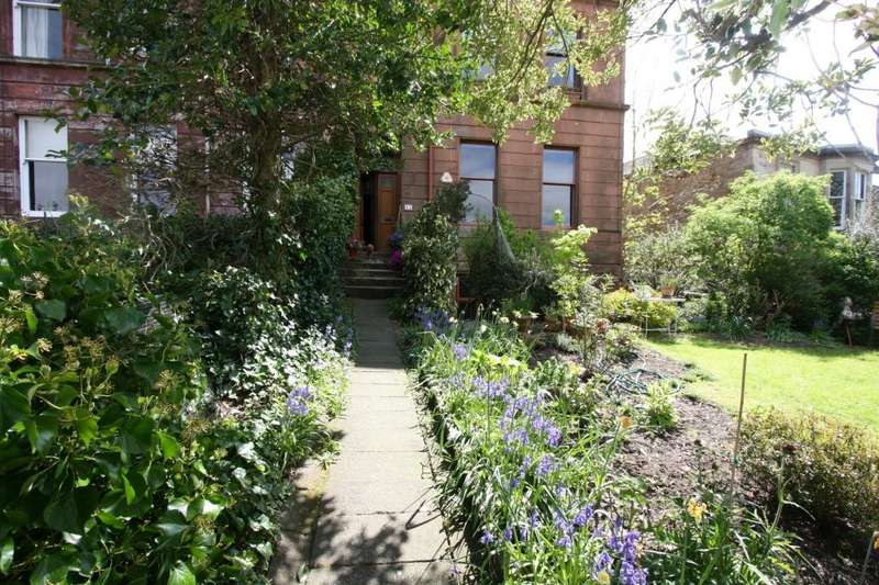 4 Bedrooms Flat for rent in Turnberry Road, Hyndland, Glasgow, G11 5AL