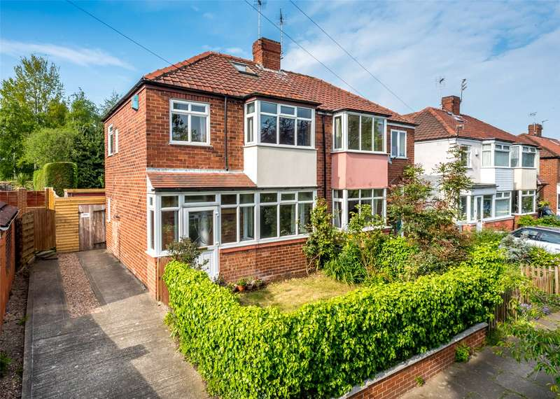 3 Bedrooms Semi Detached House for sale in Edgeware Road, York, YO10