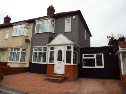 2 Bedrooms Semi Detached House for sale in Barkingside, Essex