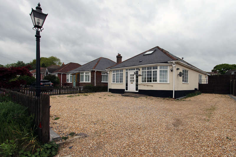 4 Bedrooms Detached Bungalow for sale in Wickham Road, Wickham