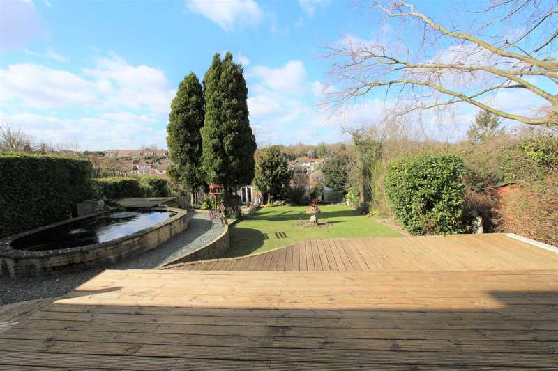5 Bedrooms Detached House for sale in Wrotham Road, Gravesend