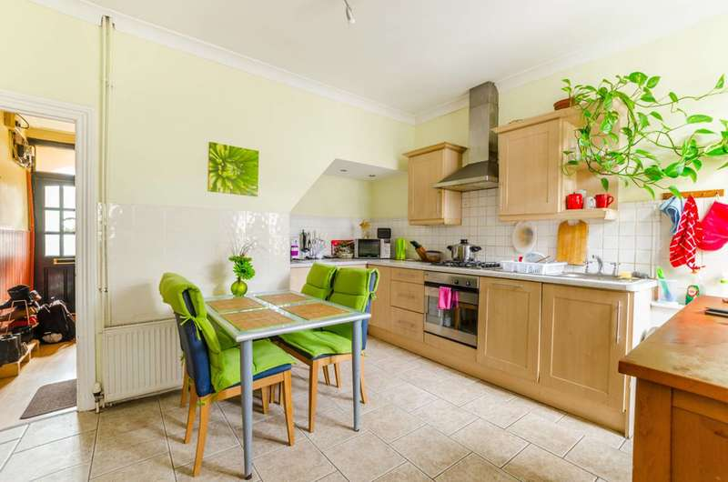 2 Bedrooms House for sale in Hollybush Street, Plaistow, E13