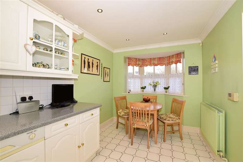 4 Bedrooms Detached House for sale in Wakehurst Close, Coxheath, Maidstone, Kent