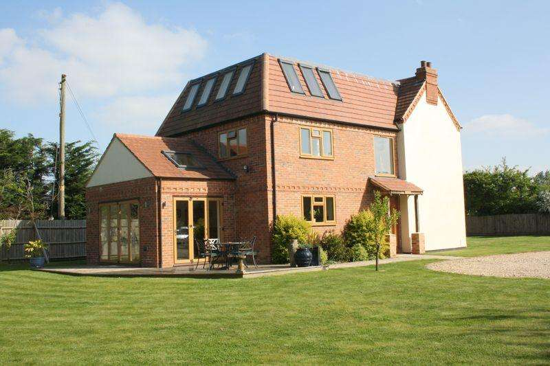 5 Bedrooms Detached House for sale in Worcester Road, Drakes Broughton
