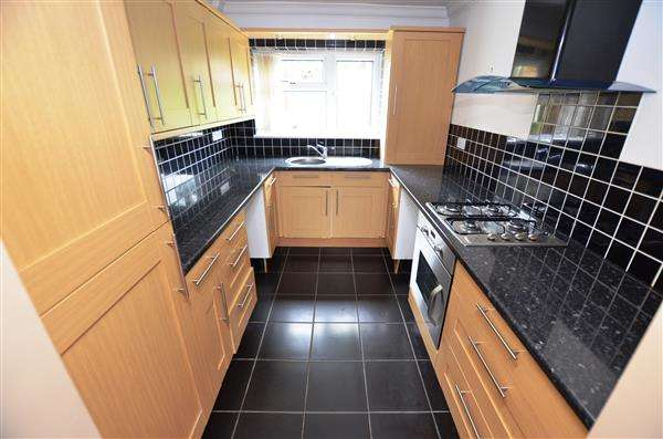 2 Bedrooms Apartment Flat for sale in Hunters Way, Penkhull, Stoke-On-Trent