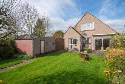 3 Bedrooms Bungalow for sale in Mount Pleasant Avenue, Hutton, Brentwood, Essex