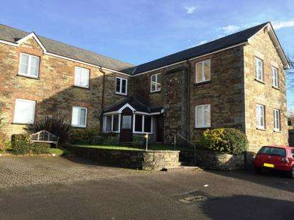 2 Bedrooms Flat for sale in Cross Lane, Bodmin, Cornwall