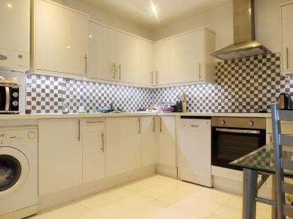 2 Bedrooms Maisonette Flat for sale in Hornsey Road, London