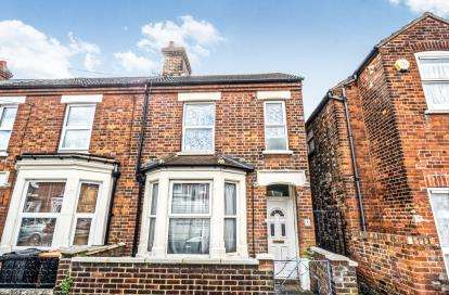 3 Bedrooms End Of Terrace House for sale in Churchville Road, Bedford, Bedfordshire