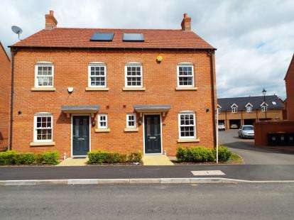 3 Bedrooms Semi Detached House for sale in Cantley Road, Great Denham, Bedford, Bedfordshire