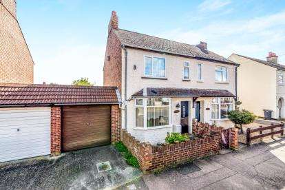 3 Bedrooms Semi Detached House for sale in Chantry Road, Kempston, Bedford, Bedfordshire