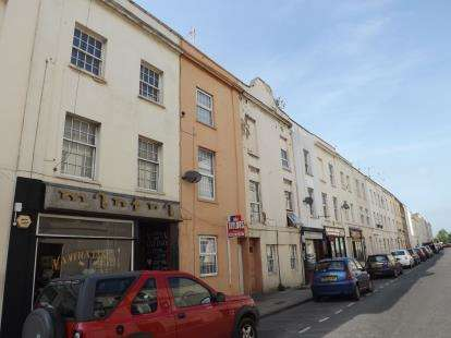 2 Bedrooms Terraced House for sale in St. Georges Street, Cheltenham, Gloucestershire
