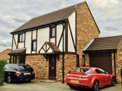4 Bedrooms Detached House for sale in Barnard Close, Eynesbury, St. Neots, Cambridgeshire
