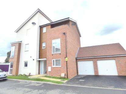 4 Bedrooms Semi Detached House for sale in Knights Crescent, Bletchley, Milton Keynes, Buckinghamshire