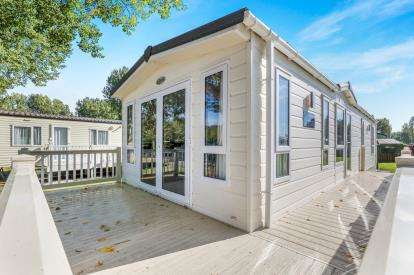 2 Bedrooms Mobile Home for sale in Kingsfishers Meadow, Northampton, Northamptonshire, Northants